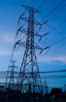 Free High Voltage Electricity Pillars And Blue Sky Royalty Free Stock Photos - 19473578