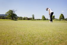 Female Golf Player Putting. Royalty Free Stock Photos