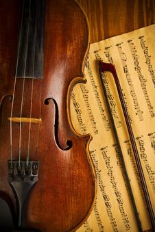 Free Old Used Violin And Note Close Up Royalty Free Stock Image - 19476226