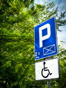 Free Parking Place Sign For Disabled Stock Images - 19481344