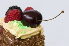 Free Delicious Dessert With Fruits Royalty Free Stock Images - 19481529