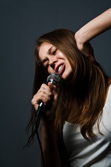 Free Cute Young Girl Singing Royalty Free Stock Photo - 19484585