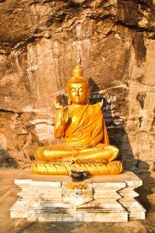 Free Peaceful Buddha On Mountain Royalty Free Stock Photography - 19484857
