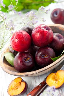 Free Fresh Plums Royalty Free Stock Photos - 19488928