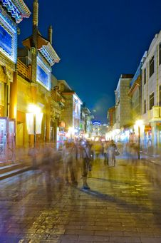 Free Night View Of The Alley On Both Sides Of Shops Royalty Free Stock Photo - 19494175