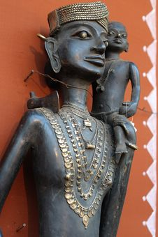 Tribal Lady With Child Statue Royalty Free Stock Photo