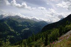 Free Mountain Landscape Royalty Free Stock Photo - 19496715