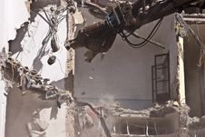 Free Indrustrial Machine Demolishing A Building Stock Photo - 19498360