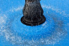 Free Blue Water Fountain Royalty Free Stock Images - 1950069