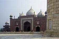 Mosque At Taj Mahal Royalty Free Stock Photos