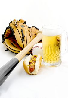 Free A Hot Dog And Beer Royalty Free Stock Photography - 1958757