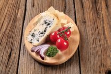Free Cheese On A Cutting Board Stock Photo - 19501300