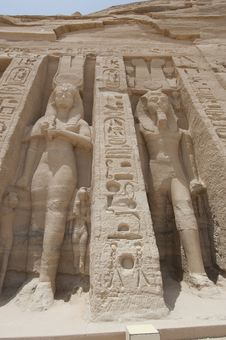 Free Statues Of Ramses II And Nefertari At Abu Simbel Stock Photography - 19501822