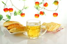 Free Pastry And Beer Royalty Free Stock Photos - 19504458