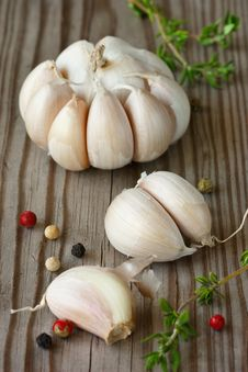 Free Garlic, Thyme And Peppercorns. Royalty Free Stock Photos - 19510338