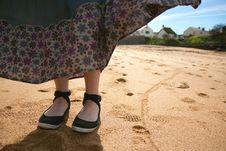 Free Woman S Feet On A Beach Royalty Free Stock Photos - 19512898