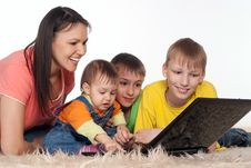 Free Happy Family With Laptop Stock Photos - 19516303