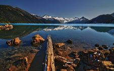 Free Driftwood In Mountain Lake Royalty Free Stock Images - 19517479