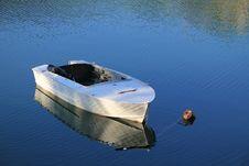 Free White Boat On The Lake Stock Photos - 19518513