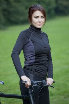 Free Fitness Woman With Bike Royalty Free Stock Photos - 19523618