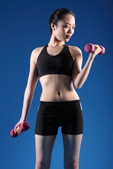 Free Beautiful Oriental Woman Lifting Fitness Weights Royalty Free Stock Photography - 19524147