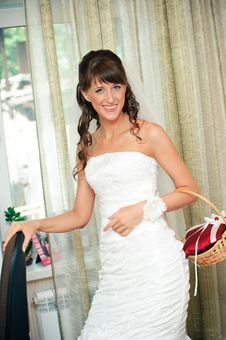 Free Beautiful Bride Smiles And Looks In Camera Royalty Free Stock Photos - 19541568