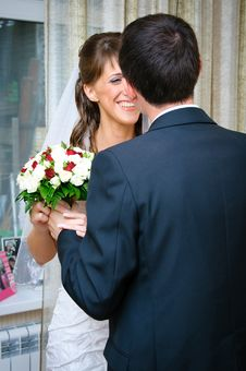 Free Groom Gives Bride A Wedding Bouquet Royalty Free Stock Photo - 19541695