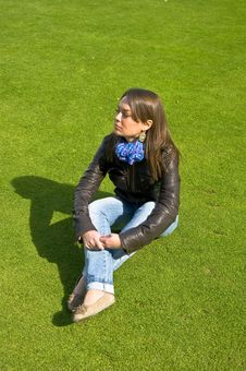 Free Girl Sitting On A Green Lawn Royalty Free Stock Photography - 19543697