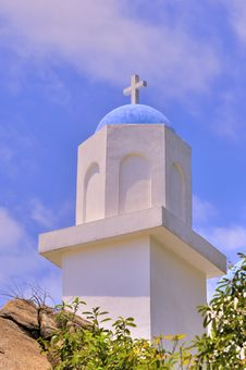 Free Dome And Cross Of Small Church Royalty Free Stock Photo - 19546125