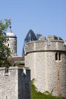 Free Tower Of London And New Architecture Royalty Free Stock Image - 19548616