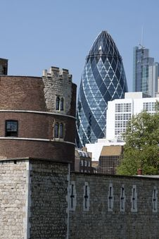 Tower Of London And New Architecture Royalty Free Stock Photos