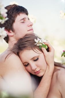 Free Beautiful Young Couple Kissing In The Flowering Ga Royalty Free Stock Photo - 19549965