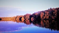 Free Panorama By The Lake Royalty Free Stock Images - 195454189