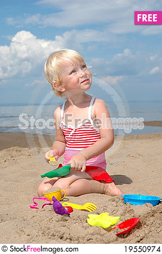 Free Child Plays With Toy Stock Images - 19550974