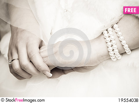 Free Bride S Hands Royalty Free Stock Photos - 19554038