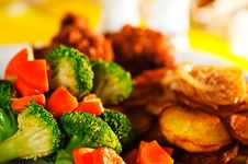 Free Fried Potatoes With Vegetables And Chicken Stock Image - 19550171