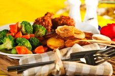 Free Fried Potatoes With Vegetables And Chicken Stock Image - 19550261