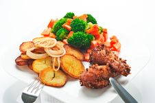 Free Fried Potatoes With Vegetables And Chicken Royalty Free Stock Photos - 19550558