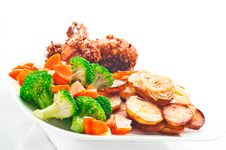 Free Fried Potatoes With Vegetables And Chicken Stock Photo - 19550580