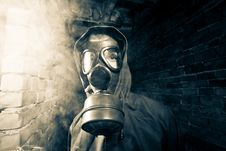 Free Bizarre Portrait Of Man In Gas Mask Royalty Free Stock Image - 19553916