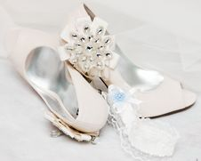 Free Bride S Shoes Royalty Free Stock Photography - 19554037