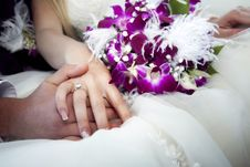 Free Hands And Rings On Bouquet Royalty Free Stock Image - 19554046