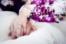 Free Hands And Rings On Bouquet Stock Photos - 19554053