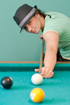 Free Young Woman Playing Billiards Royalty Free Stock Photos - 19561128