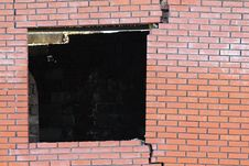 Free Cracked Brick Wall Window Stock Photo - 19566280