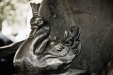 Free Bronze Statue Of The Swan Royalty Free Stock Photos - 19568888