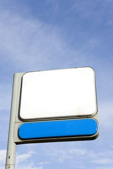 Free Blank Road Sign Against The Sky Royalty Free Stock Images - 19577189