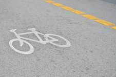 Free Bicycle Sign On The Road Royalty Free Stock Image - 19578276