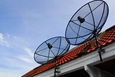 Free Satellite Dishes Royalty Free Stock Photography - 19580657