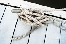 Free Dock Cleat And Rope Royalty Free Stock Photo - 19583875